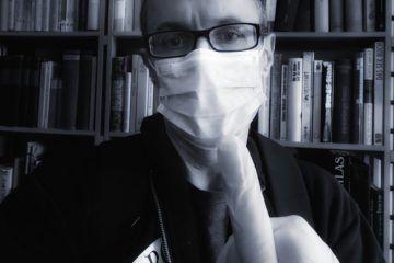 Peter Wenz mit Maske und Mittelfinger 2020