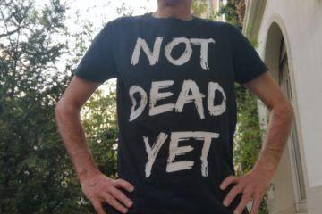 Peter Wenz mit Not dead yet t-shirt